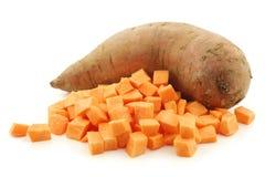 Patata dolce e un taglio una immagine stock