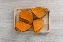 Patata dolce sulla tavola di legno Fotografie Stock
