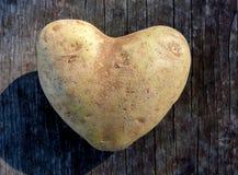 Patata a forma di del cuore Immagini Stock Libere da Diritti