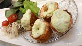 patata frita con el servicio del queso withvegetable Fotografía de archivo libre de regalías