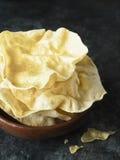 Patata a la inglesa india rústica del papadum imagenes de archivo