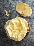 Patata a la inglesa india rústica del papadum fotos de archivo libres de regalías