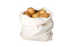 Patata sin procesar en el bolso de la linaza Foto de archivo libre de regalías