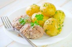 Patata y chuletas Foto de archivo