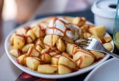Patatas bravas,典型的西班牙快餐 免版税库存图片
