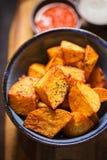 Patatas braves com molho de tomate & aioli do alho Foto de Stock Royalty Free