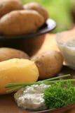 Patatas cocidas al horno con el quark imagenes de archivo