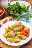 Patatas cocidas con los tomates maduros y las hierbas frescas Imágenes de archivo libres de regalías