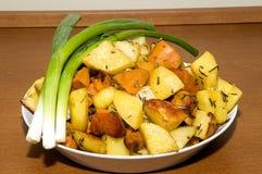 Patatas con las cebollas foto de archivo libre de regalías
