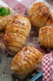 Patatas de Hasselback Fotos de archivo