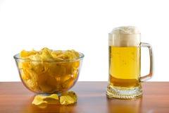 Patatas del cerveza de cerveza dorada y fritas Foto de archivo libre de regalías