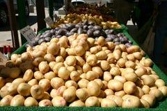 Patatas del mercado del granjero Imagen de archivo libre de regalías