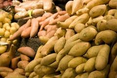 Patatas dulces en supermercado Foto de archivo libre de regalías