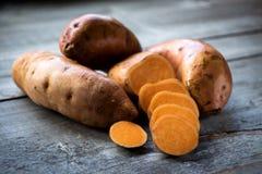 Patatas dulces sin procesar Imagen de archivo libre de regalías