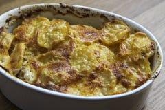 Patatas en el cuenco Imagenes de archivo
