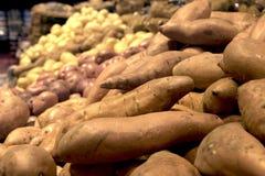 Patatas en el supermercado Imágenes de archivo libres de regalías
