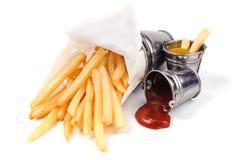 Patatas fritas con ketchup y la mostaza fotos de archivo libres de regalías