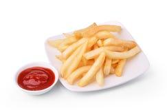 Patatas fritas con la salsa de tomate en el fondo blanco foto de archivo