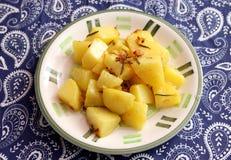 Patatas fritas con romero imagenes de archivo