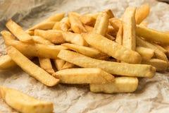 Patatas fritas crujientes con la sal Fotografía de archivo
