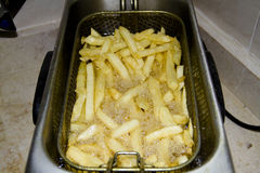 Patatas fritas en sartén Imagen de archivo