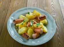 Patatas fritas finlandesas con las salchichas Fotos de archivo libres de regalías