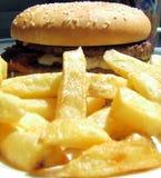 Patatas fritas y hamburguesa Fotografía de archivo