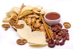 Patatas fritas y sancks salados imagen de archivo libre de regalías