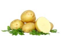 Patatas jovenes, adornamiento del perejil. Aislado Imagenes de archivo