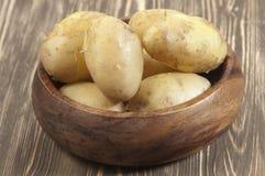 Patatas jovenes hervidas fotos de archivo