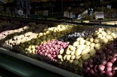 Patatas rojas amarillas púrpuras Fotografía de archivo libre de regalías