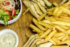 Patatas y bocadillo fritos Fotografía de archivo libre de regalías