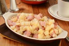 Patatas y jamón fritos hogar fotos de archivo libres de regalías