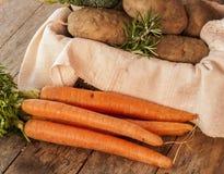 Patatas y zanahorias foto de archivo