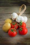 Patate, aglio e pomodori Fotografie Stock Libere da Diritti