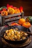 Patate al forno rustiche con le erbe e le zucche Fotografia Stock