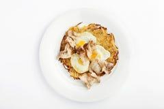 Patate arrostite con le uova fritte ed il bacon Fotografie Stock Libere da Diritti