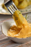 Patate con la preparazione dell'aglio Immagine Stock