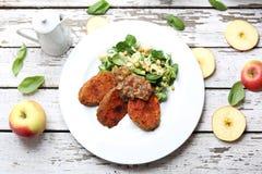 Patate dolci al forno con l'insalata del cece Piatto vegetariano fotografie stock libere da diritti