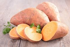 Patate douce crue photographie stock