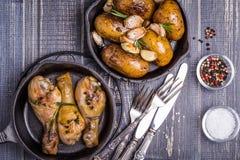 Patate e pollo rustici di stile Immagini Stock