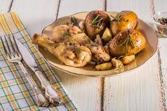 Patate e pollo rustici di stile Immagine Stock