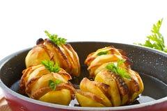 Patate farcite con pancetta affumicata Immagini Stock Libere da Diritti