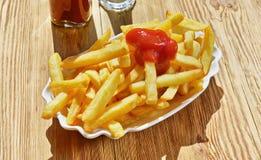 Patate fritte con ketchup fotografie stock libere da diritti