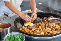 Patate fritte con l'uovo fotografie stock libere da diritti