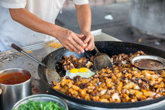 Patate fritte con l'uovo fotografia stock