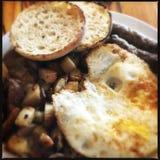 Patate fritte con l'uovo ed il pane Fotografia Stock Libera da Diritti