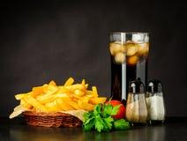 Patate fritte con la cola fredda del ghiaccio Immagini Stock Libere da Diritti