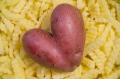 Patate fritte con la patata a forma di del cuore fotografia stock