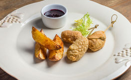 Patate fritte con le strisce del pollo Fotografia Stock Libera da Diritti